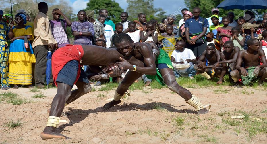 D couvrez la lutte un sport tr s s n galais choq fm 105 1 for Interieur sport lutte senegalaise